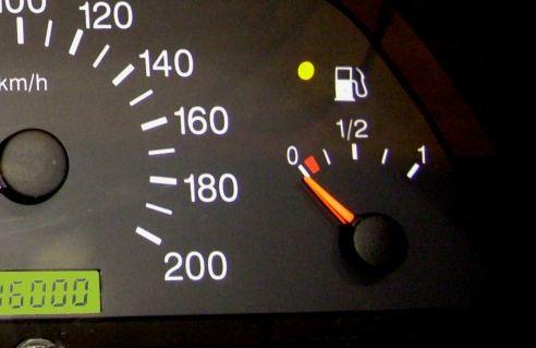 Как узнать уровень топлива при сломанном датчике?